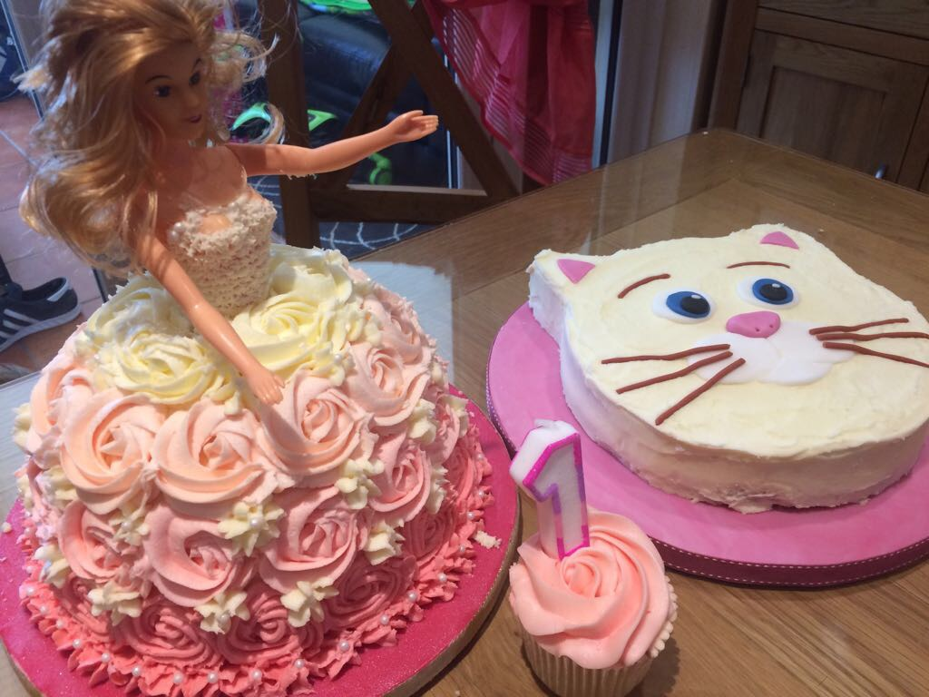 Creative Therapy: Kate Hall Doll cake and Cat cake
